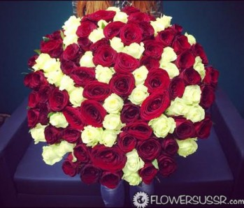 Gigantic bouquet of roses with delivery to Russia, Ukraine, Moldova, Belarus