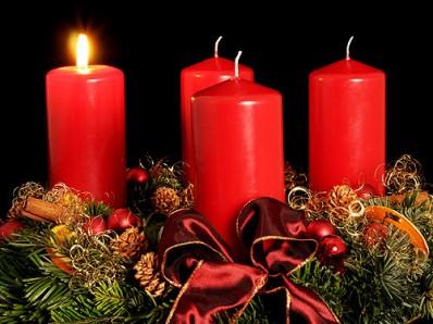 Рождественский венок со свечками