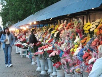 Flower booths in the streets of Russian cities